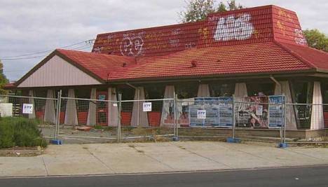 pizza hurt 12 stale amp crusty abandoned pizza hut stores