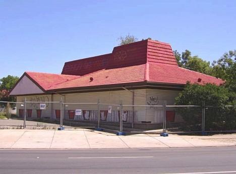 abandoned-pizza-hut-Adelaide-Australia-7b