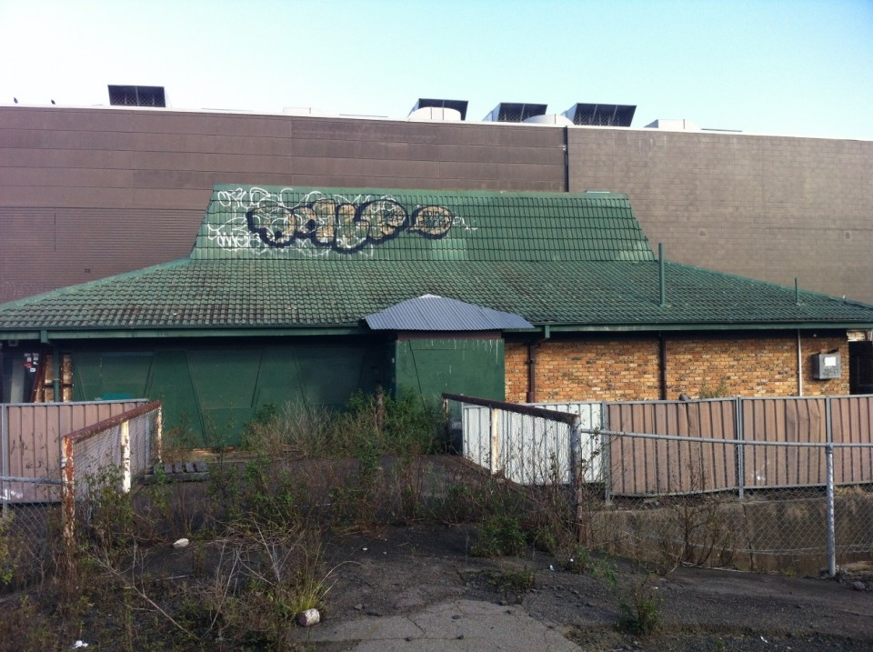 abandoned-pizza-hut-Beverly-Hills-1b