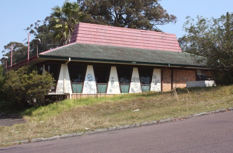 abandoned-pizza-hut-Gosford-Australia-1a