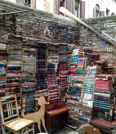 bookstores acqua alta 2