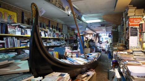 bookstores acqua alta 4