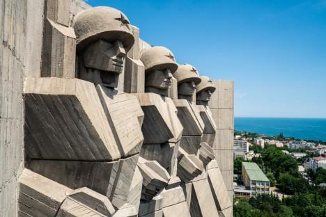 brutalist bulgarian monument 2