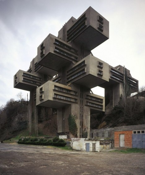Brutalist but beautiful 12 spacey sci fi soviet for Architecture brutaliste