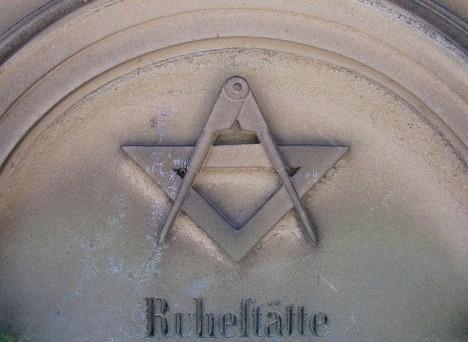 grave symbolism compass 1