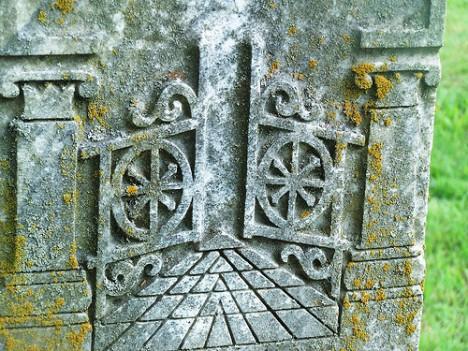 grave symbolism open gates