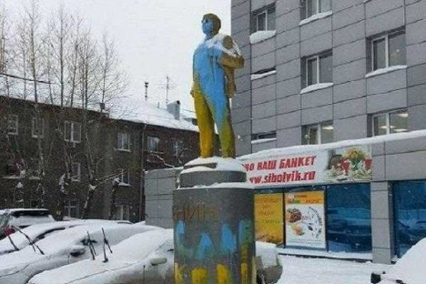 painted-lenin-statue-2b