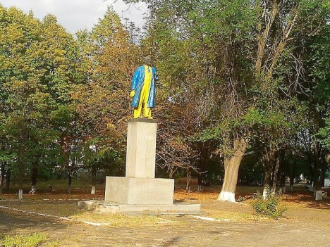 painted-lenin-statue-6a