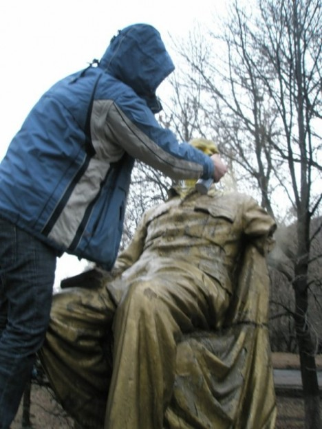 painted-lenin-statue-7c