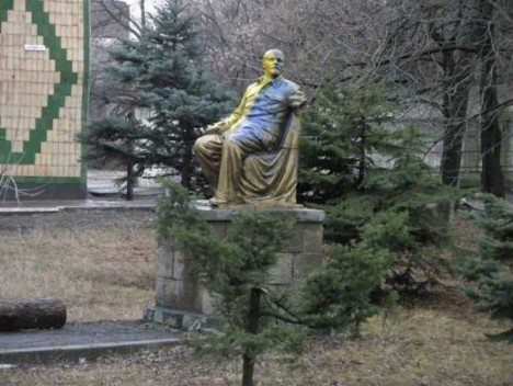 painted-lenin-statue-7e