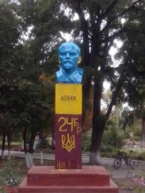 painted-lenin-statue-9a