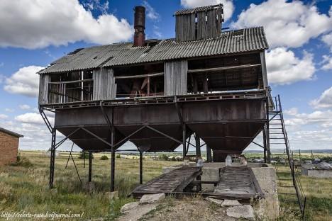 abandoned floating russia farm