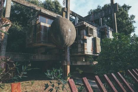 experimental house ruins rome