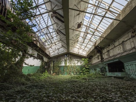 abandoned-tennis-court-3a
