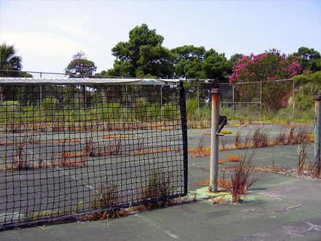 abandoned-tennis-court-9a