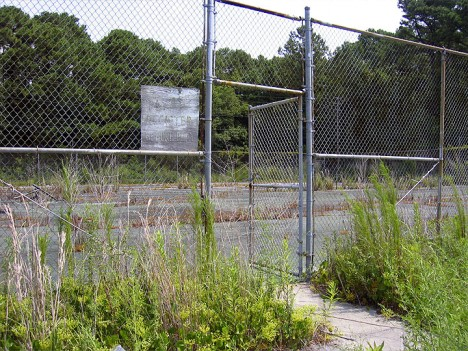 abandoned-tennis-court-9b
