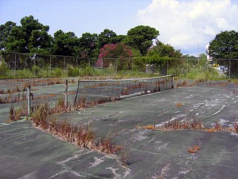 abandoned-tennis-court-9d