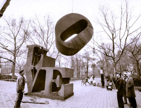 LOVE-sculpture-2c