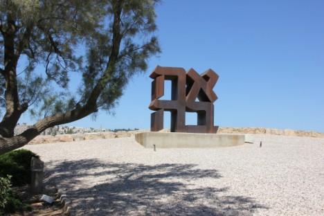 LOVE-sculpture-7c