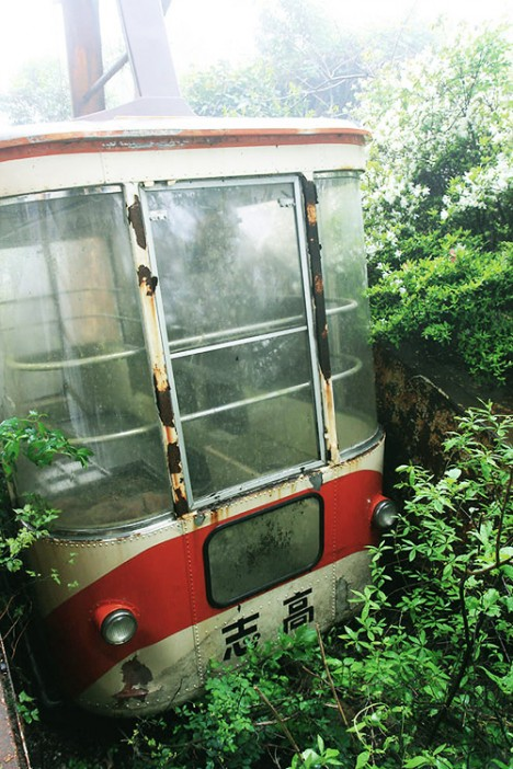 abandoned-japan-cable-car5