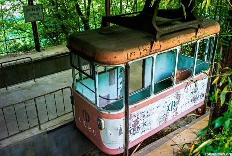 abandoned-okutama-cable-car1
