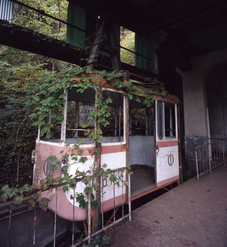 abandoned-okutama-cable-car7
