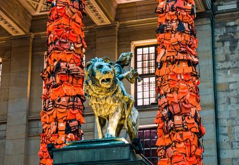 life jacket columns berlin