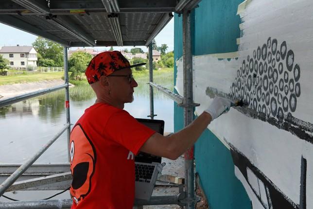 mural artists work