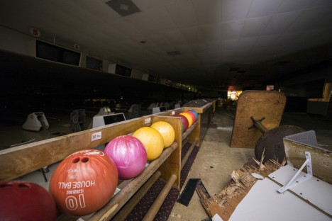 abandoned-bowling-alleys-11a
