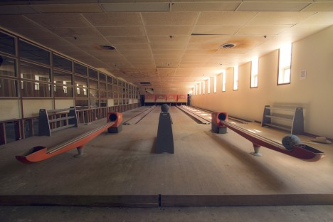 abandoned-bowling-alleys-4a