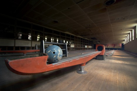 abandoned-bowling-alleys-4b