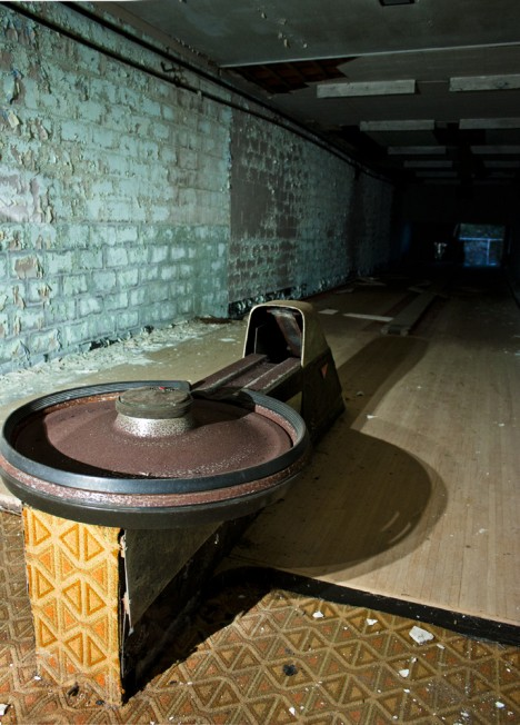 abandoned-bowling-alleys-5