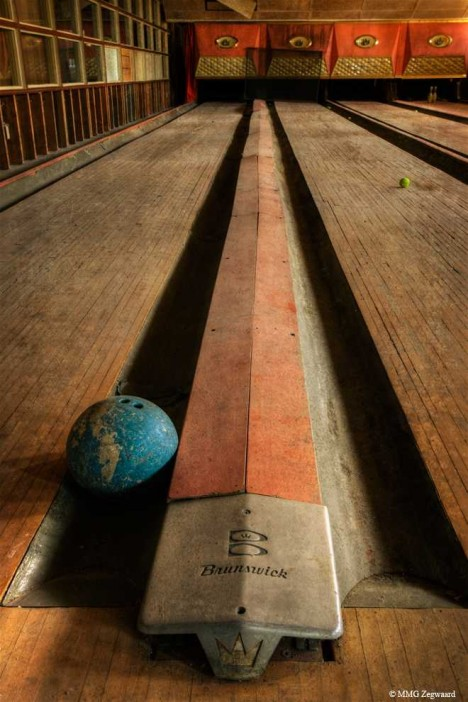 abandoned-bowling-alleys-6a