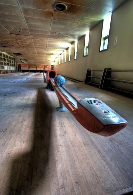 abandoned-bowling-alleys-6e