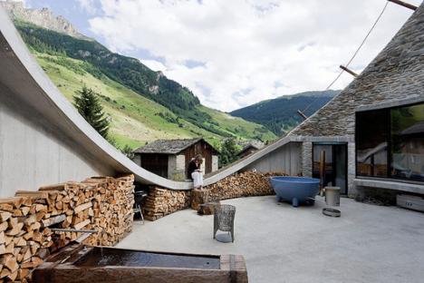 Modern hobbit houses 12 works of earth sheltered for Earth house switzerland
