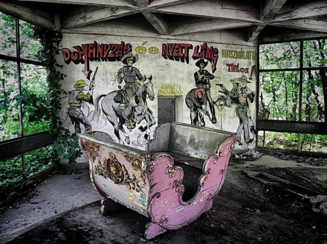 abandoned-theme-park-10a