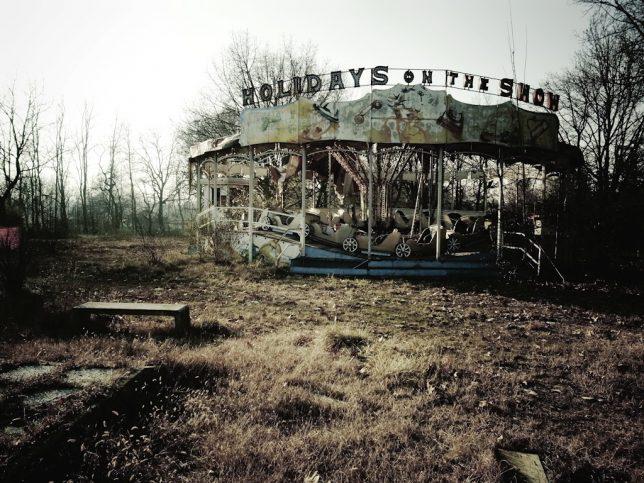 abandoned-theme-park-12b