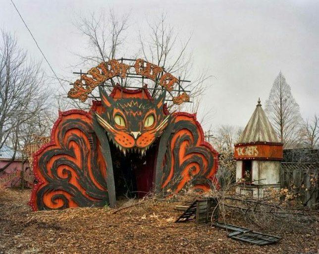 abandoned-theme-park-15a