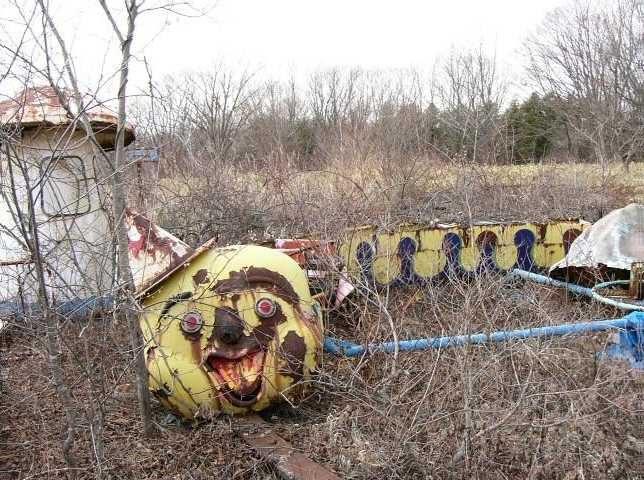 abandoned-theme-park-16