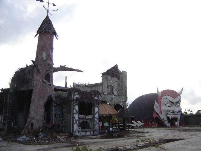 abandoned-theme-park-1d