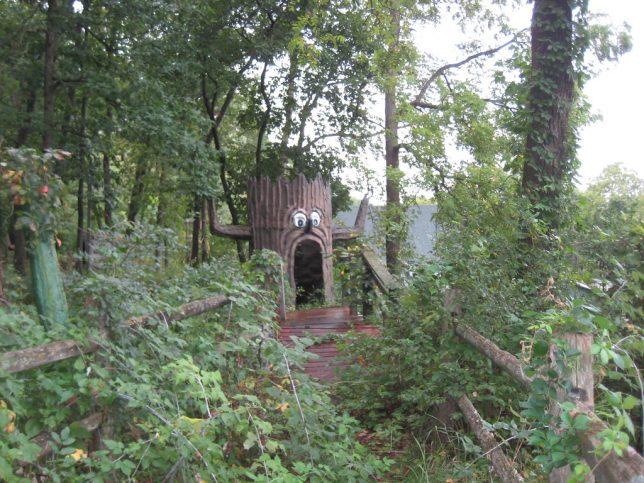 abandoned-theme-park-3e