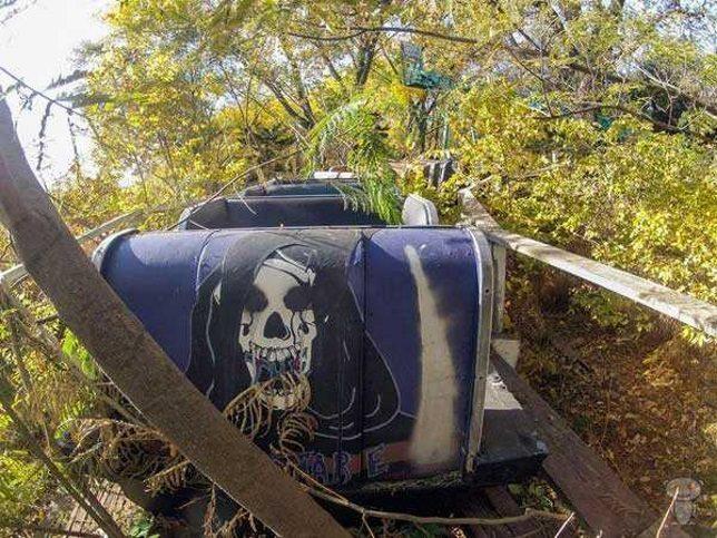 abandoned-theme-park-6d