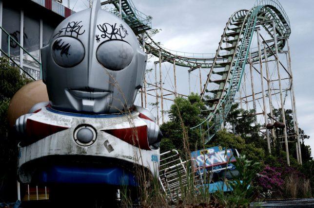 abandoned-theme-park-8f