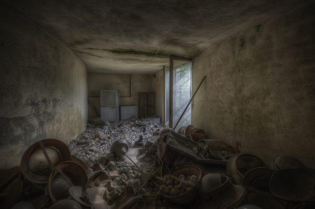 abandoned_lightbulb_factory_3a