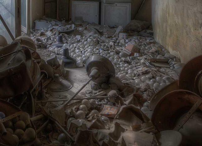 abandoned_lightbulb_factory_3c