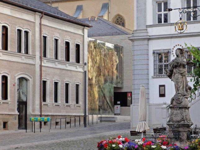 facades reflective pixelated 3