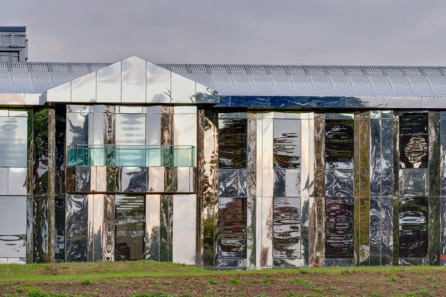 Disappearing architecture 15 mirrored buildings distort for French country websites