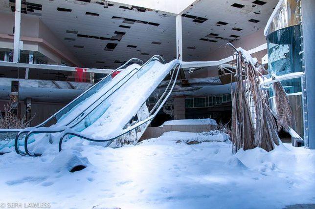abandoned_escalator_12a