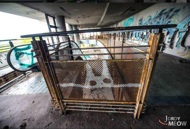 abandoned_escalator_3c