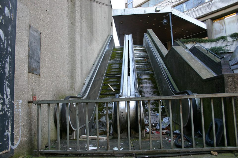 abandoned_escalator_8a